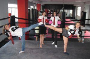 Ученички борят стреса с тренировки по кикбокс
