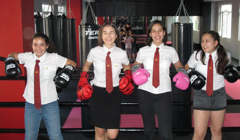 Ученици борят стреса от матурите с тренировки по кикбокс